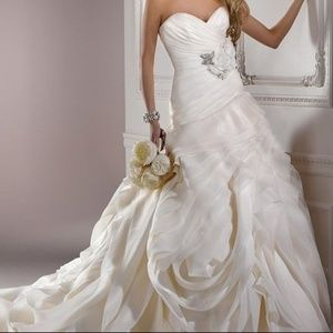 NWT Maggie Sottero Dynasty in White